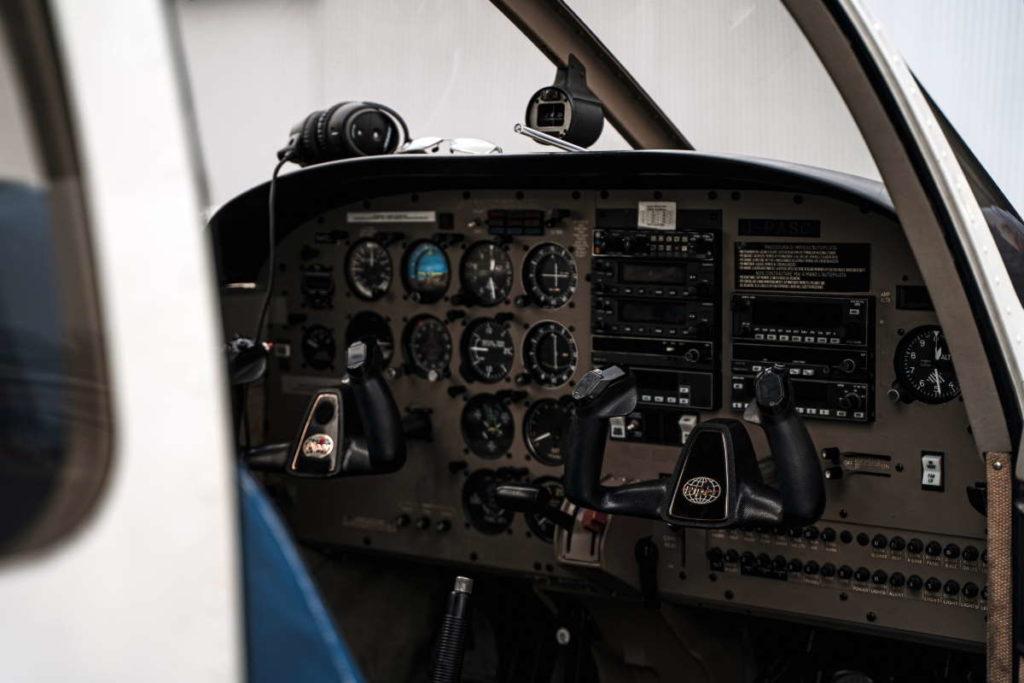 Cockpit Piper PA28-181